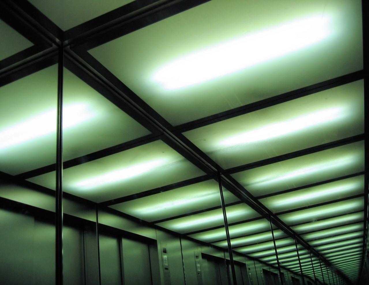 Gniazdka elektryczne i oświetlenie, a komfort domowników