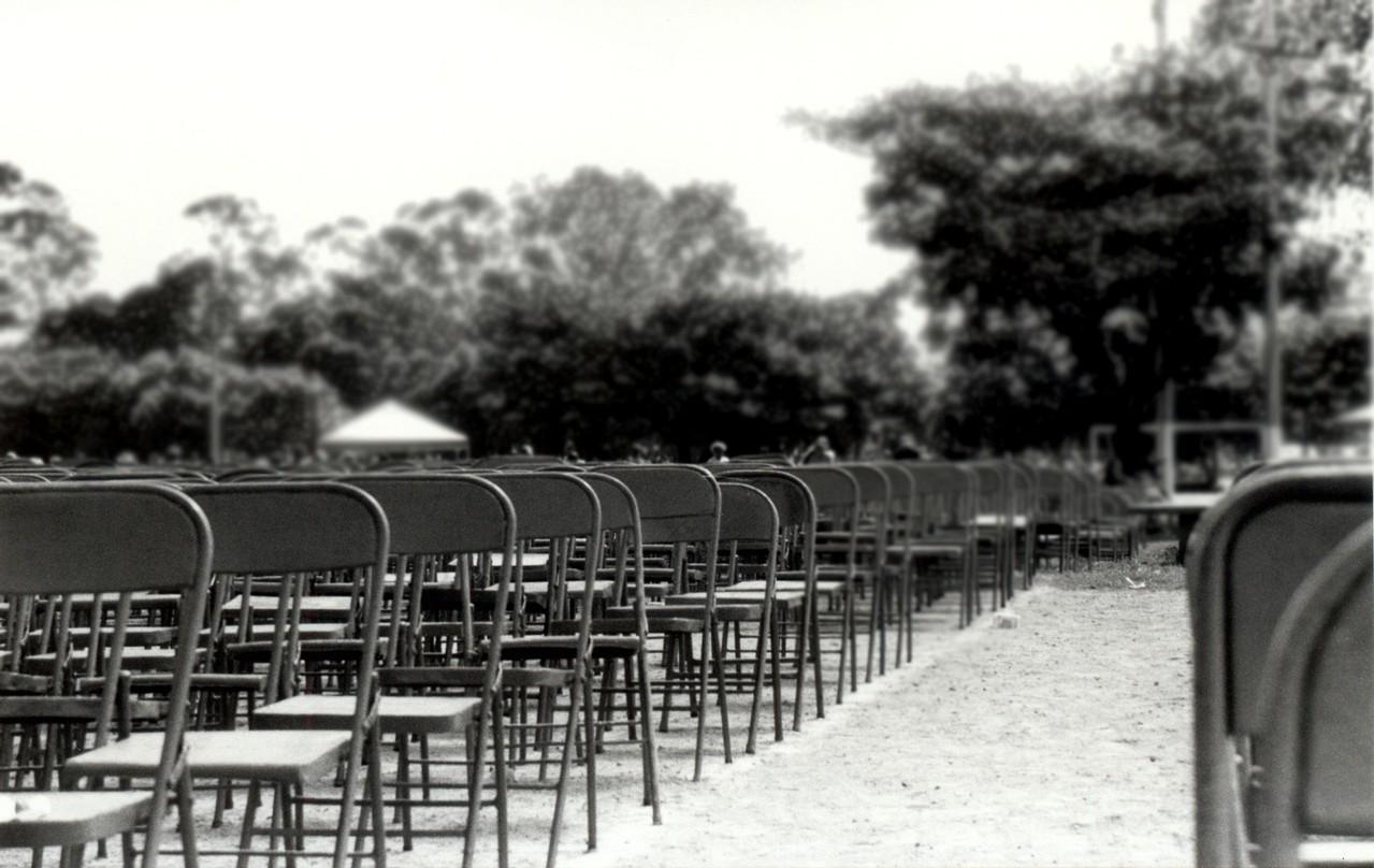 Wybór stołu oraz krzeseł – na co zwracać uwagę