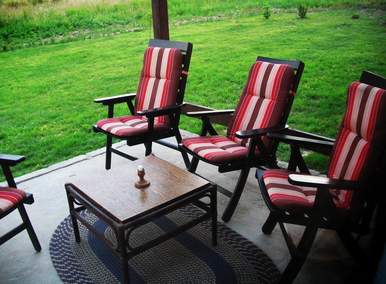 Krzesła w komplecie ze stołem